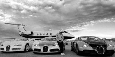 """El tráiler en el que viajaban ardió en llamas junto a un Bentley, dos Rolls Royce y uno de los Jeeps customizados del """"Pretty Boy"""", valuados en cerca de dos millones de dólares. Foto:Vía instagram.com/floydmayweather"""