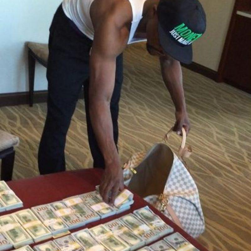 """""""Money"""" apostó a favor de los Pittsburgh Steelers en partido ante los Houston Texans, pero los """"acereros"""" perdieron e hicieron perder al boxeador. Foto:Vía instagram.com/floydmayweather"""