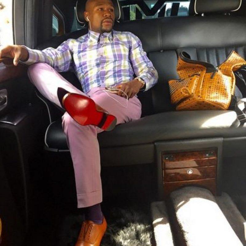 """En junio de este año, """"Money"""" fue captado en un club nocturno de Texas, Estados Unidos, donde disfrutó de un baile de strippers a las que les arrojó una lluvia de billetes verdes que resultaron ser 35 mil dólares. Foto:Vía instagram.com/floydmayweather"""