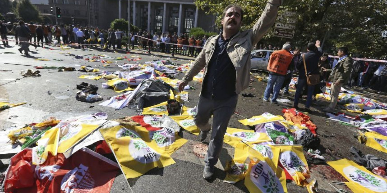 Más de 100 personas fueron asesinadas y más de 200 resultaron heridas. Foto:AP