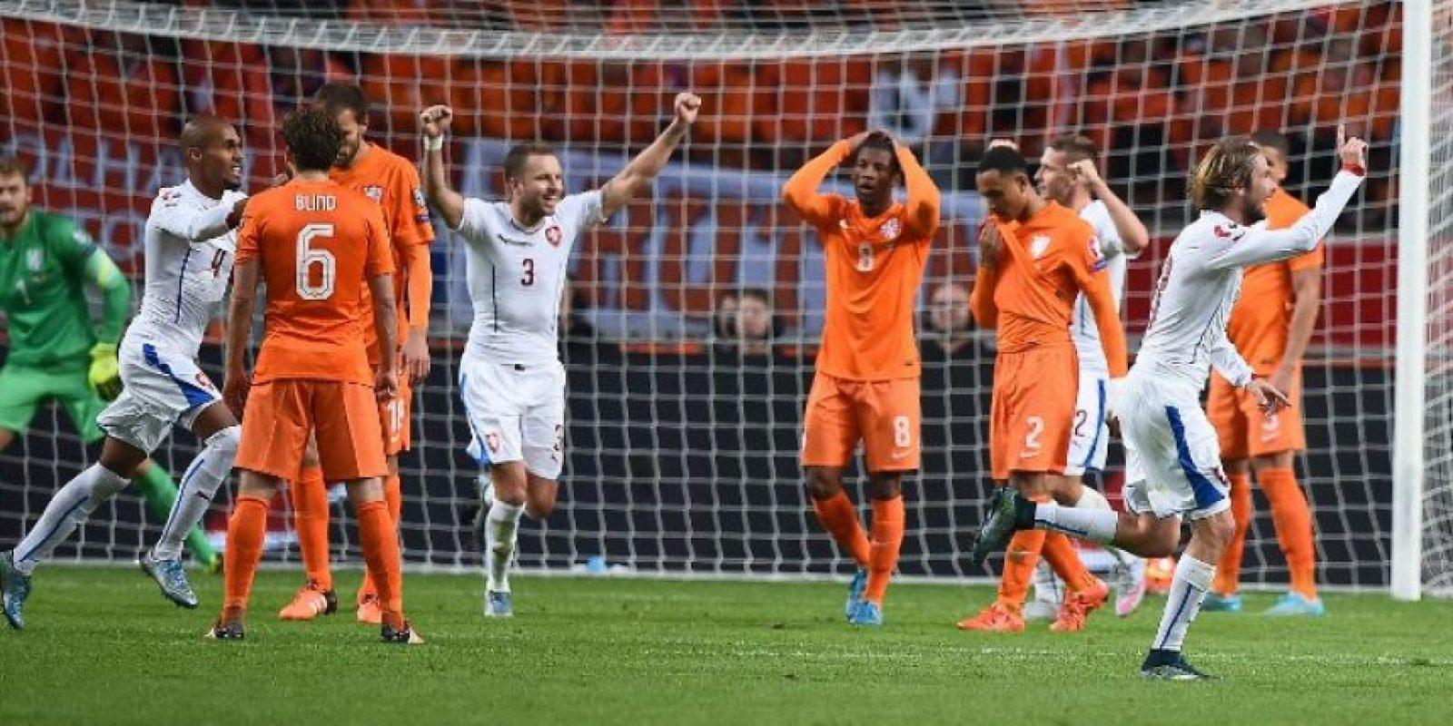 """Los jugadores de la """"Oranje"""" sufrieron una derrota contra los checos que marcó su suerte. Foto:AFP"""