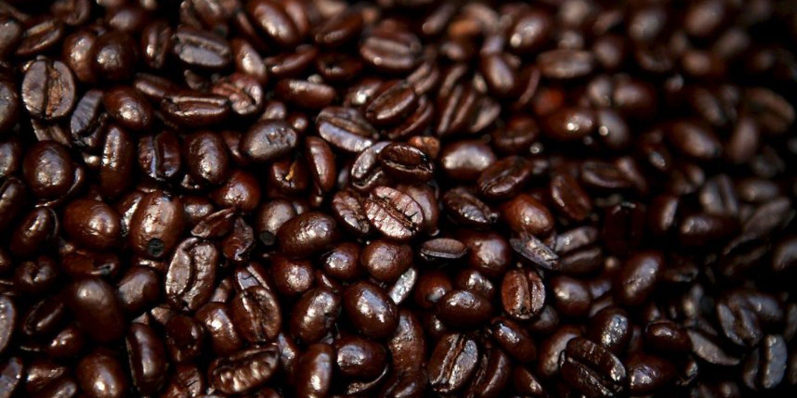 Numerosas evidencias científicas demuestran que el deterioro cognitivo se reduce a la mitad en las personas que tenían la costumbre de tomar regularmente tres tazas de café al día, tal como sucede con el Alzheimer. Foto:Getty Images