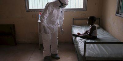 Analizan a 58 personas por tener contacto con enfermera con Ébola