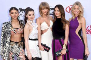 Taylor con Zendaya, Martha Hunt, Lily Aldridge, Hailee Steinfeld y Ellen Pompeo Foto:Getty Images