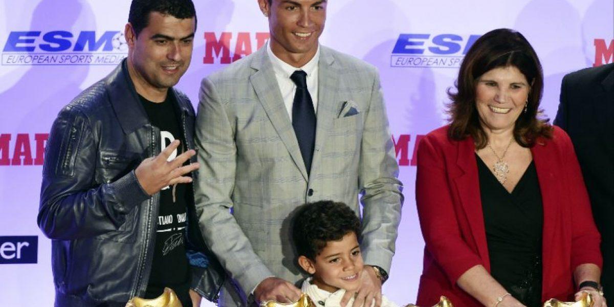 Así presume Cristiano Ronaldo su cuarta Bota de Oro, en Facebook
