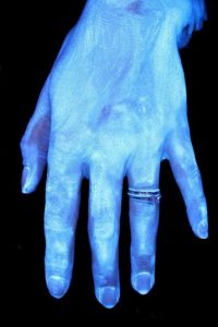 Este es un lavado rápido de manos sin tallarse bien. Foto:MichiganStateU