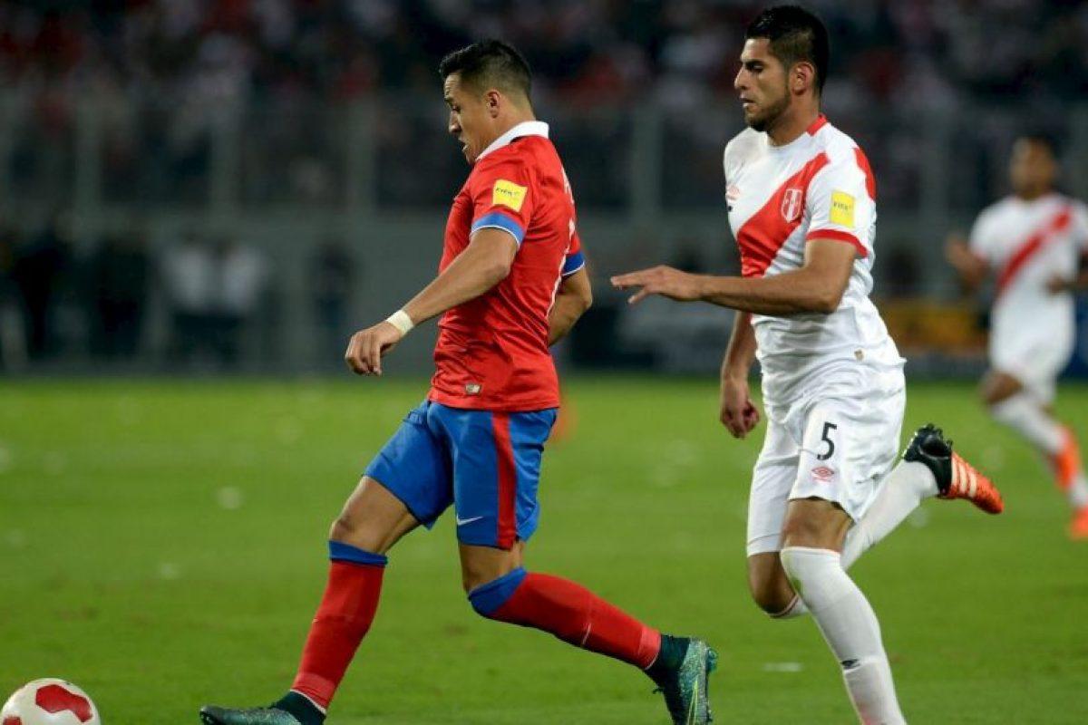 Fue la figura del partido. Marcó dos goles y además, asistió a Eduardo Vargas para que también marcara un doblete. Foto:AFP