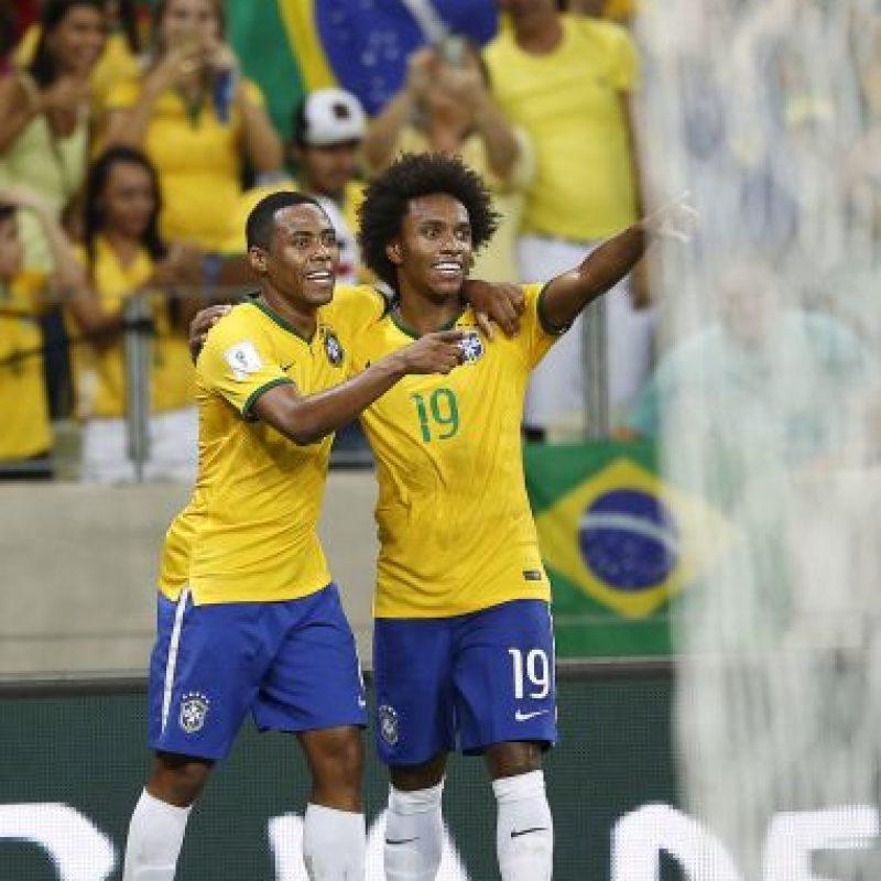 Fue el motor de Brasil. Sabía de la presión sobre su equipo y desde el minuto 1' adelantó a los brasileños, y antes del fin del primer tiempo marcó el 2-0. El duelo finalizó 3-1. Foto:AP