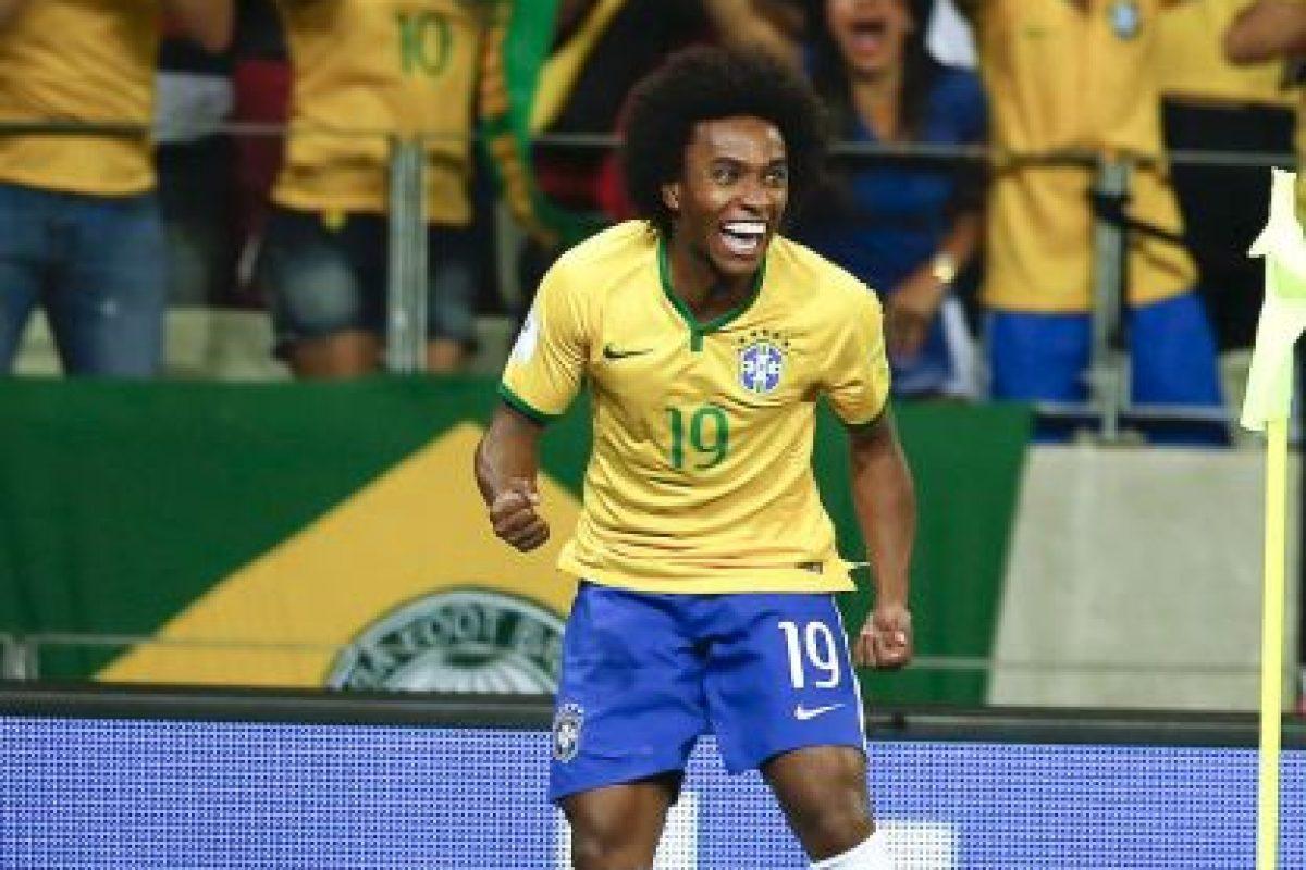 MEDIOS: Willian (Brasil) Foto:AP