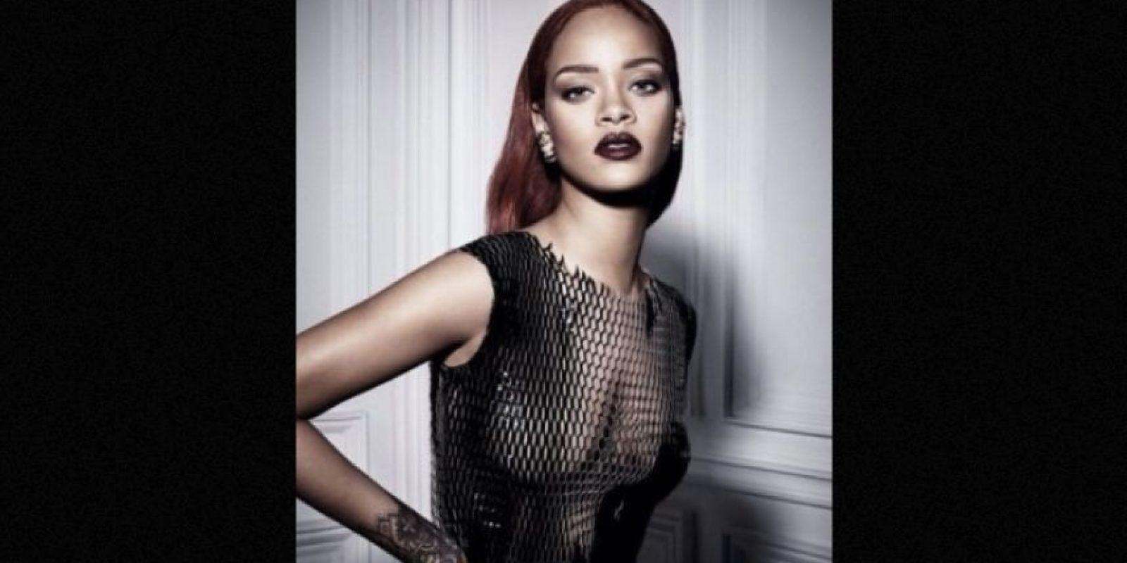 """""""No tiene que tener un título, pero tiene que hablar muchos idiomas o saber muchas cosas del mundo o de la historia o de artistas o músicos. Me gusta que me enseñen"""" Foto:Instagram/Rihanna"""