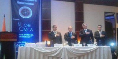 Candidatos a vicepresidente participan en debate con economistas