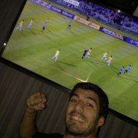 Y en Barcelona, Luis Suárez mostró su alegría por el triunfo de su selección. Foto:Vía twitter.com/LuisSuarez9