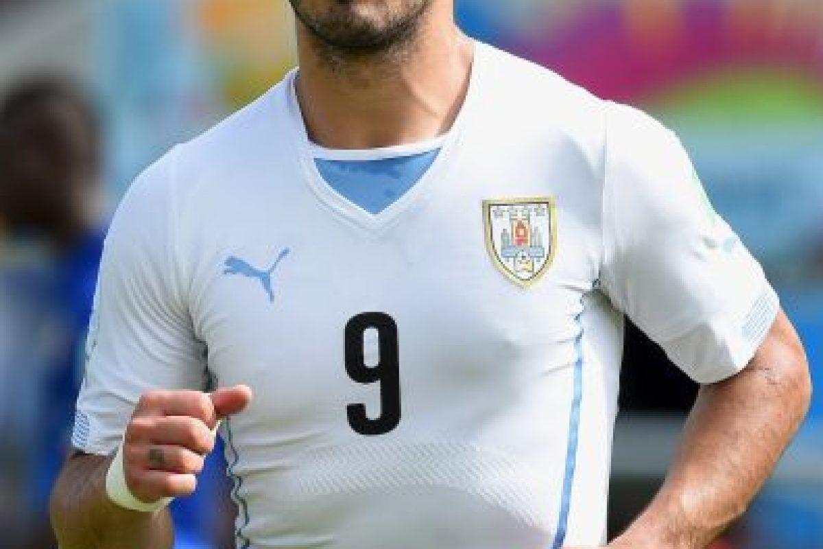 Todo, por morder a Giorgio Chiellini en el duelo contra Italia en el Mundial de Brasil 2014. Foto:Getty Images