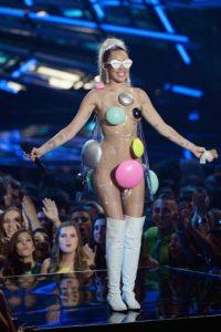 """""""Miley Cyrus está planeando dar un concierto en el que ella, la banda (nosotros) y el público estén completamente desnudos"""" Foto:Getty Images"""