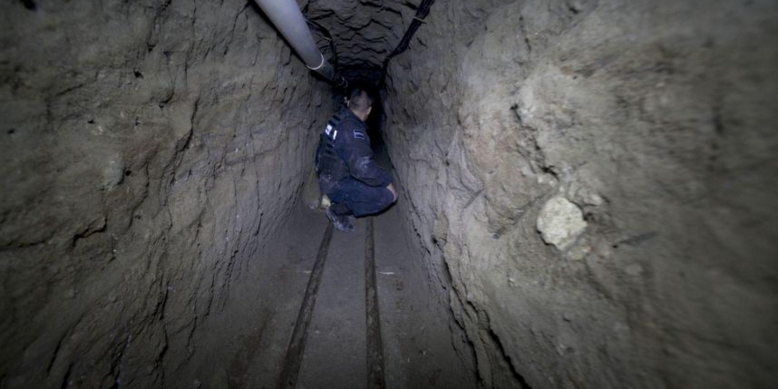 Supuestamente por un túnel de 50 por 50 centímetros de ancho y un metro 50 centímetros de profundidad. Foto:AP