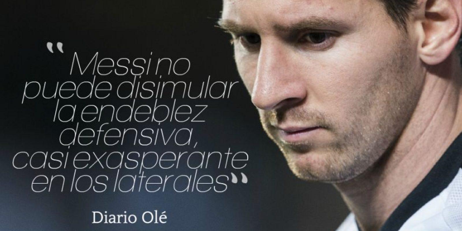 """""""Tantas veces se habló de la necesidad de tener un equipo alrededor de Messi que al final no jugó alrededor de ninguno. Messi no puede disimular la endeblez defensiva, casi exasperante en los laterales"""". Foto:Getty Images"""