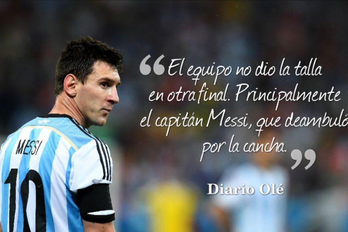 """""""El equipo no dio la talla en otra final. Principalmente el capitán Messi, que deambuló por la cancha. Y ojo: esta vez no fue la poderosa Alemania sino Chile. """"Es un karma, una tortura"""", dijo Mascherano. ¿Hasta cuándo?"""". Foto:Getty Images"""