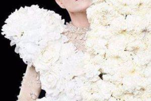 Juego con flores. Foto:vía Facebook/Yuri