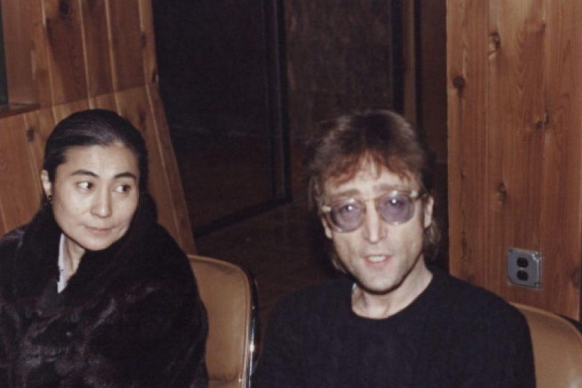 Y duraron juntos hasta la muerte de este, en 1980. Mark David Chapman le asesinó frente a su apartamento. Foto:vía Getty Images