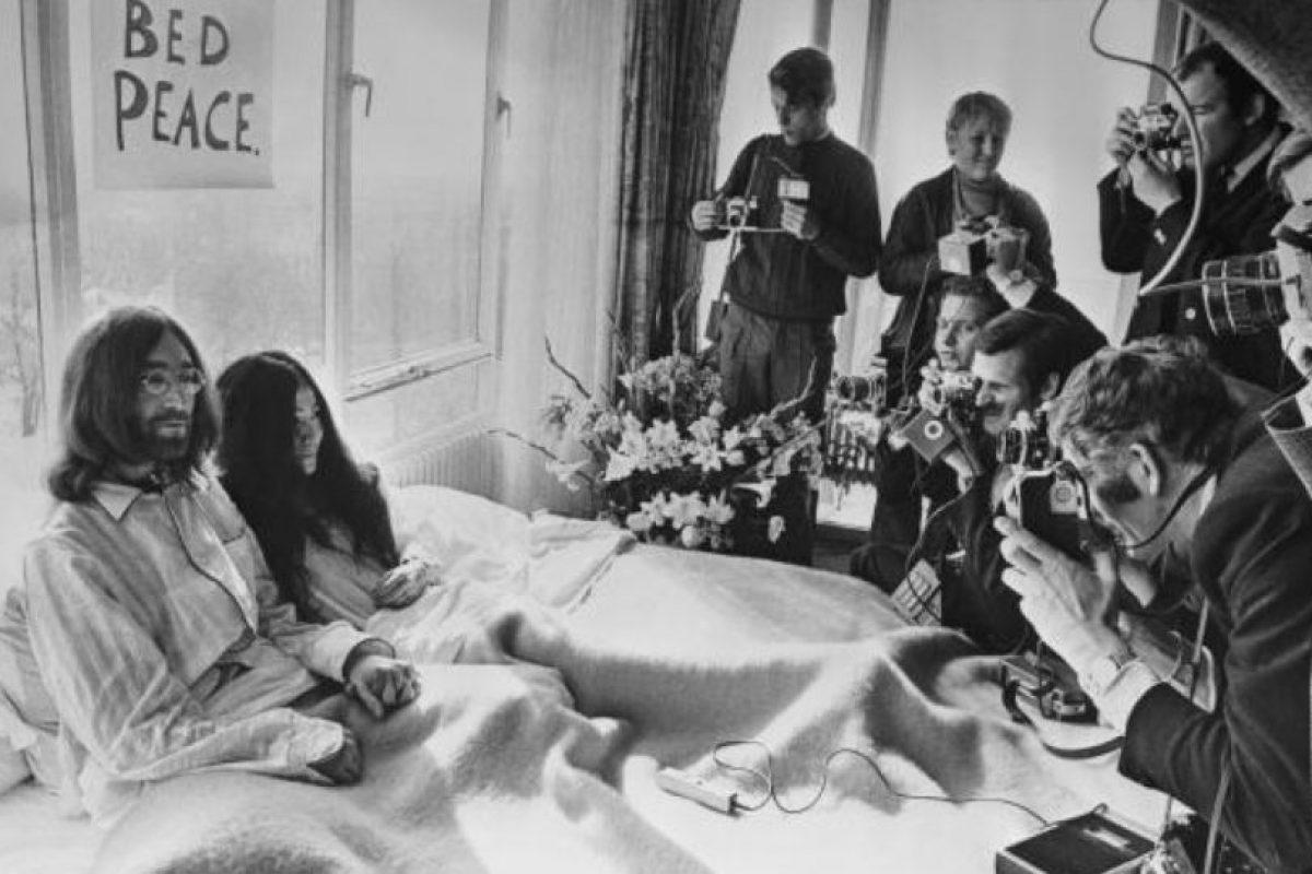 Al estilo de la época (años 70) la pareja Lennon- Ono fue muy abierta. Foto:vía Getty Images