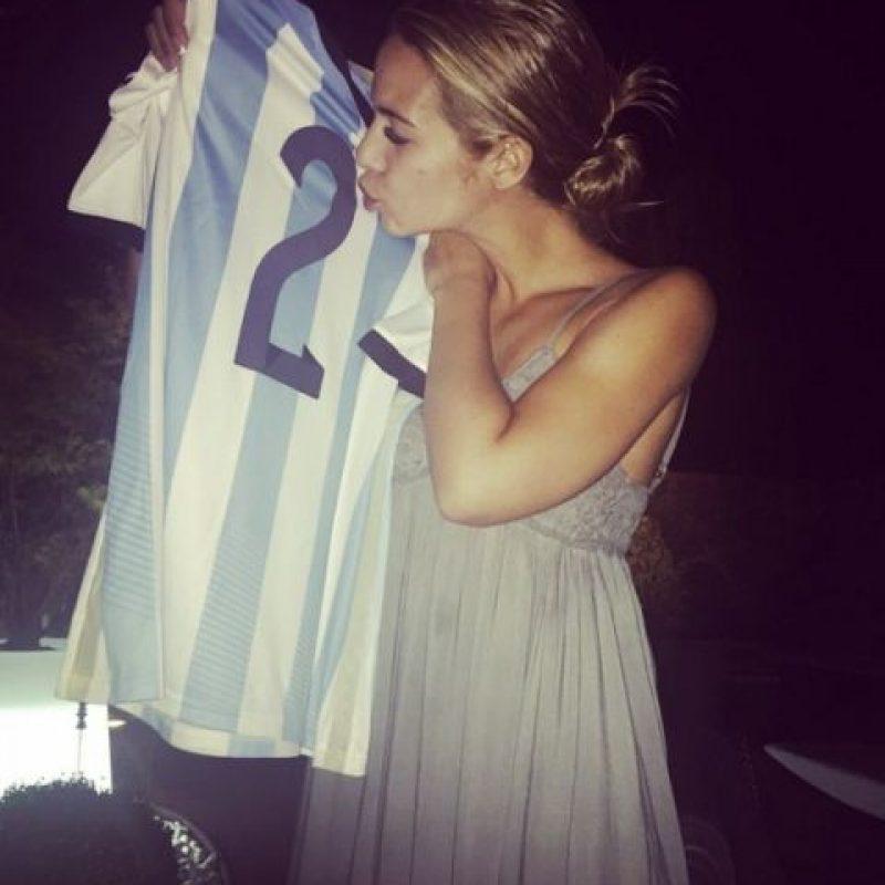 El domingo 11 de octubre, Ezequiel Garay se retiró de la concentración de la Selección de Argentina para viajar a Estados Unidos y estar en el nacimiento de su hija. Foto:Vía instagram.com/tamara_gorro