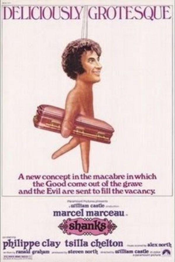 Malcolm Shanks (Marcel Marceau) es un titiritero sordo que vive atormentado por sus crueles hermana y cuñado. Él revivirá a los muertos para hacerlos muñecos. Foto: Paramount Pictures