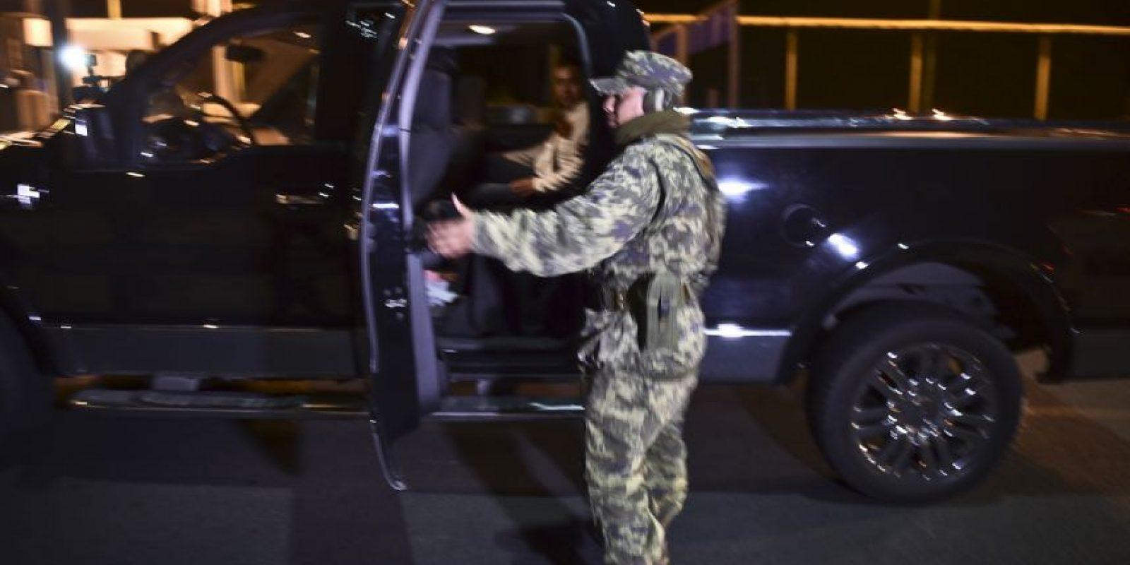 Así lo reveló la periodista de Televisa, Paola Rojas, quien fue la primera en tener acceso al túnel y realizar todo el recorrido que llevó a Guzmán Loera a la libertad. Foto:AFP