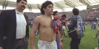 Diego Maradona: Uno de los futbolistas más grandes de todos los tiempos dio positivo por cocaína en 1991, cuando pertenecía al Nápoles. Foto:Getty