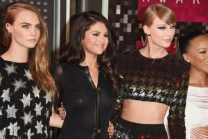 Selena y Cara Delevingne comparten varios amigos en común. Foto:Getty Images