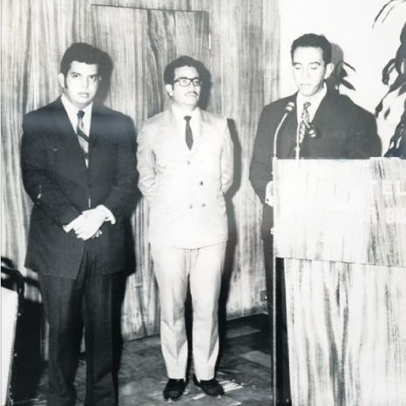 Acto de fundación de la primera cadena en Guatemala: Fabucadena, de Emisoras Unidas. Edgar Archila Marroquín (fundador), Víctor Molina (presentador) y Francisco Maza (fundador). 15 de enero de 1971. Foto:Emisoras Unidas