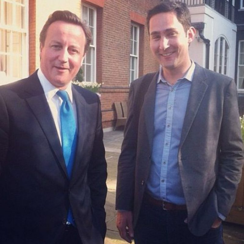 También ha posado con David Cameron, primer ministro británico. Foto:instagram.com/kevin