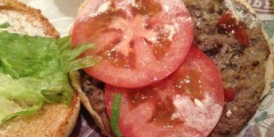 Gusano en hamburguesa. Foto:vía EpicFail.com