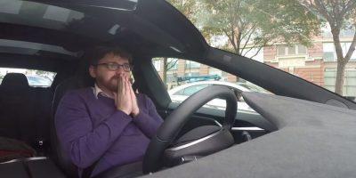 Las reacciones del pasajero son de asombro y susto. Foto:Jalopnik/YouTube