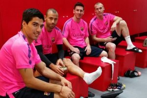 En el vestuario del Barcelona, Dani Alves amigo de Messi y de Neymar fue el encargado de unir al grupo, al igual que Mascherano, quien organiza asados para fomentar la unión del grupo. Foto:Vía instagram.com/leomessi