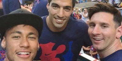 Luis Suárez le hizo extraño regalo a Lionel Messi