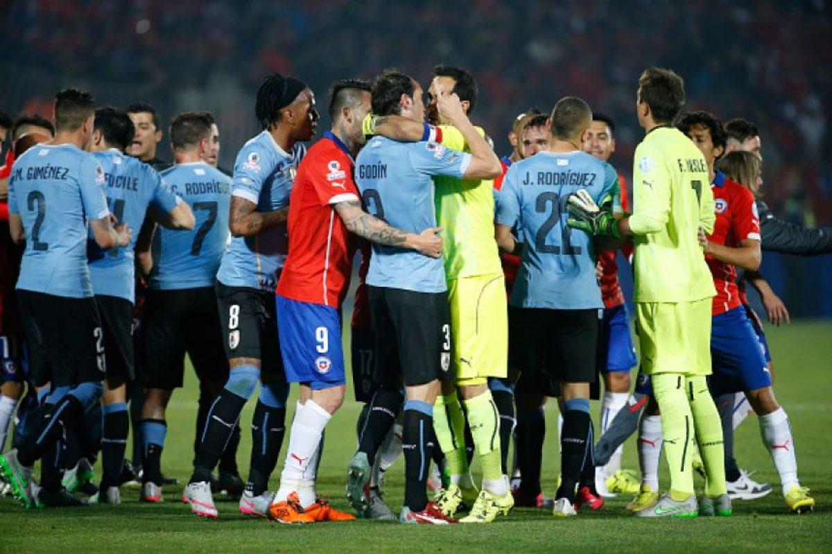 En Uruguay explotaron por este mensaje y también por lo que escribieron los futbolistas chilenos en sus redes sociales. Foto:Getty Images