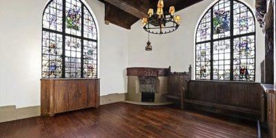 Otra sala con chimenea. Foto:corcoran.com