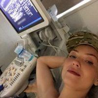 """""""¡Se proactiva y ve a hacerte la mamografia y/o el ultrasonido! No pierdas tiempo, en estos casos no puedes postergar. Tu salud está en tus manos, literalmente, así que auto examínate también. Hoy es un buen día para cuidarte"""". Foto:Instagram/Thalia"""