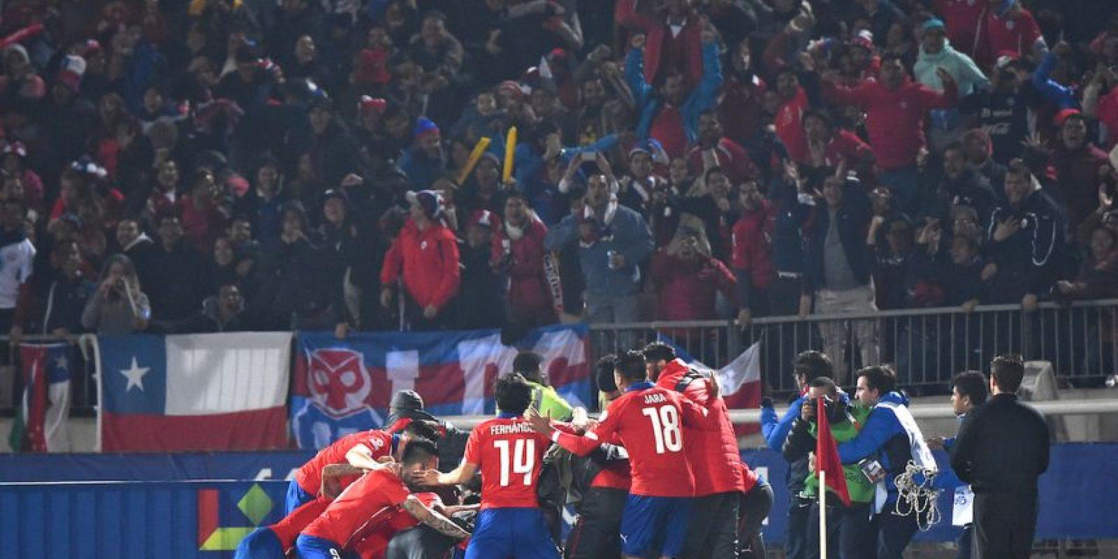 """""""La Roja"""" venció a Brasil en Santiago y además, derrotó a Perú en Lima. Foto:AFP"""