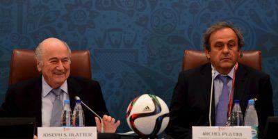 Pero no sólo Blatter fue castigado, también suspendieron a Michael Platini, presidente de la UEFA y uno de los candidatos principales a sucederlo, y a Jerome Valcke, secretario general de la FIFA y quien está acusado también de dirigir la reventa ilegal de entradas durante el Mundial de Brasil 2014. Foto:Getty Images