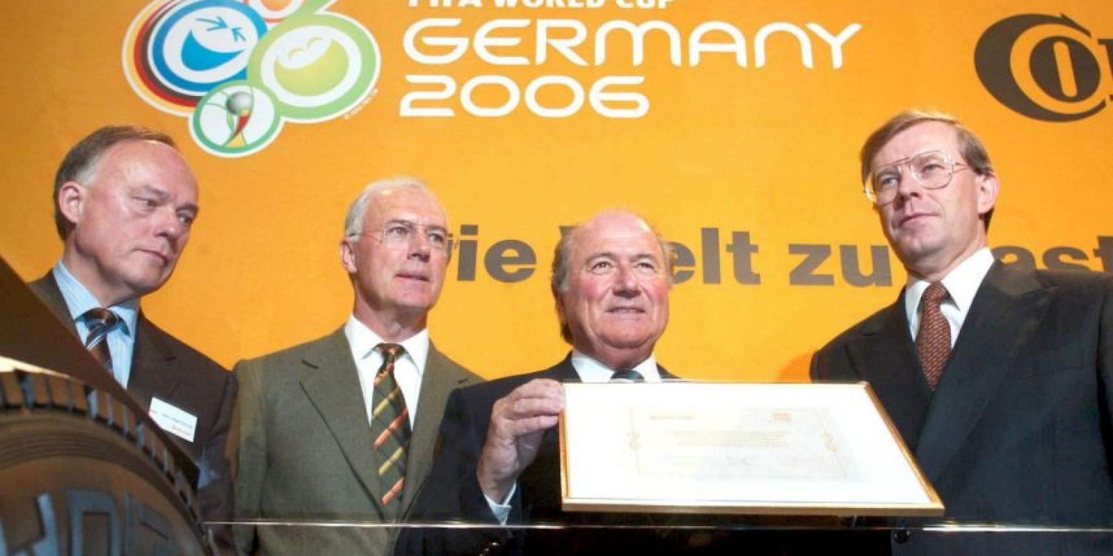 """Ahora, no sólo los Mundiales de 2018 y 2022 están en la mira, también el de Alemania 2006. Según una investigación del diario alemán """"Der Spiegel"""", la Copa del Mundo que se celebró en territorio teutón, obtuvo la sede gracias a la compra de votos. Foto:Getty Images"""