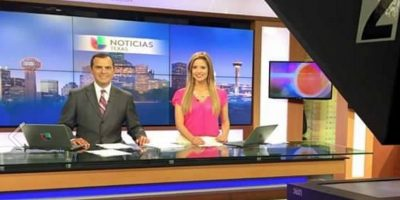 Es conductora de Noticias Texas Primera Edición Foto:Vía facebook.com/KarinaYaporNews