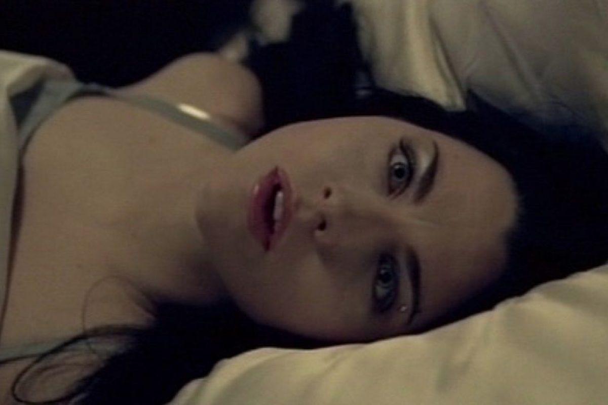 """¿Se acuerdan de la mujer que les hizo enamorarse de lo """"darks"""" por un breve momento? Foto:vía Evanescence/Vevo"""