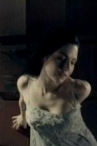 """Sobre todo cuando estaba en ese intenso video de la canción """"Bring Me To Life"""". Foto:vía Evanescence/Vevo"""
