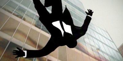 O se precipitan rápidamente de un edificio. Foto:vía AMC