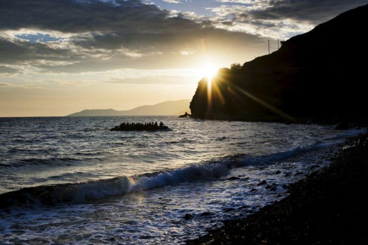 Refugiados llegan a la isla griega Lesbos. Foto:AFP