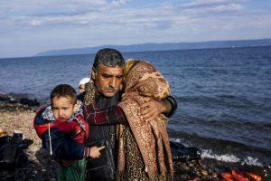 Familia de refugiados sirios logra llegar a Grecia. Foto:AFP