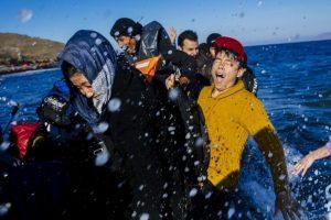 Refugiados y migrantes llegan a la isla griega Lesbos. Foto:AFP