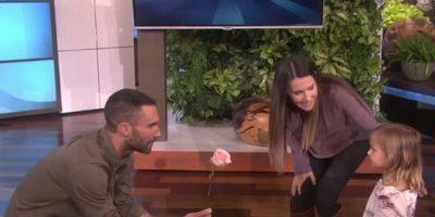 """""""Era tan increíblemente tierno"""", confesó el cantante, quien admitió que ha visto el video """"Como 5 millones de veces"""". Foto:vía YouTube/EllenDeGeneres"""