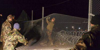 Hungría cierra frontera para detener el paso de migrantes